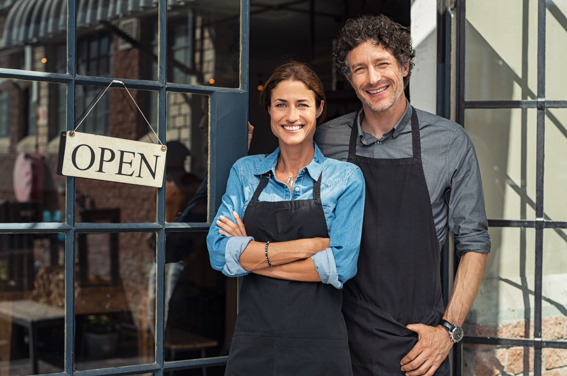 small-business-owners-couple-DUENGKX-min